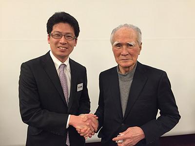 村山富市元首相と握手