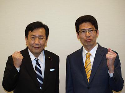 枝野幸男・立憲民主党代表とグータッチ